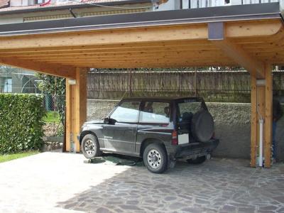 tettoia auto in legno a sbalzo